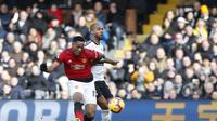 Winger Manchester United Anthony Martial melepas tembakan untuk merobek gawang gawang Fulham pada lanjutan Liga Inggris di Craven Cottage, Sabtu (9/2/2019). (AFP/Ian Kington)
