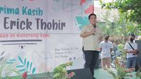 Erick Thohir saat meresmikan panggung kreasi untuk warga di Palembang. (Istimewa)