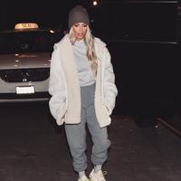 Kim Kardashian terkenal dengan keseksiannya dan berani untuk tampil seksi dengan busana mini. (instagram/kimkardashian)
