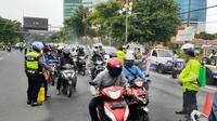 Penyemprotan disinfektan di Surabaya, Jawa Timur. (Foto: Liputan6.com/Dian Kurniawan)