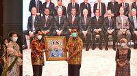 Menteri Perhubungan, Budi Karya Sumadi melepas masa tugas Dirjen Perhubungan Laut, Kemenhub, R. Agus H. Purnomo. (Dok Kemenhub)