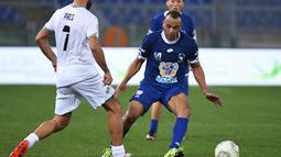 Mantan kapten Timnas Brasil, Cafu, juga beraksi pada laga amal bertajuk 'United for Peace', di Stadion Olimpico, Roma, Kamis (13/10/2016) dini hari WIB. (EPA/Alessandro Di Meo)
