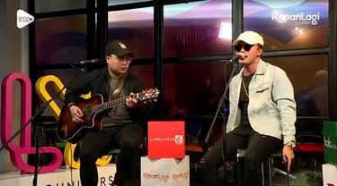 "Penyanyi Rizky Febian merilis single 'Menari' dari album pertamanya yang bertajuk Jejak, ia pun bertandang ke KLY Lounge untuk ""Menari"" bersama. Seperti apa? Ini dia!"