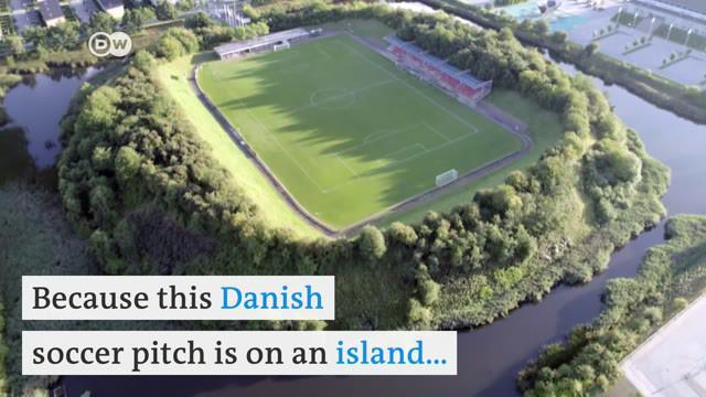 Berita video seri Life is a Pitch dari DW yang kali ini membahas stadion Ballerup Idraetspark, yang berdiri di atas sebuah pulau kecil di Denmark.