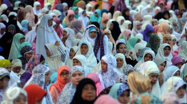20160706-Ribuan Warga Laksanakan Salat Idul Fitri 1437 H di Kebun Raya Bogor-Bogor