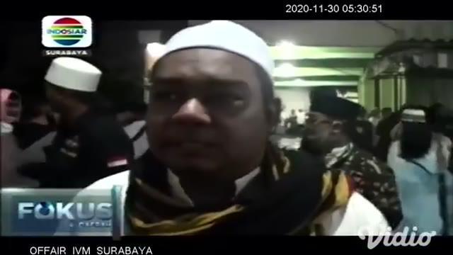 Ratusan warga Kota Surabaya, Sabtu malam (28/11) menghadiri acara doa bersama dan sholawat Nabi Muhammad SAW, yang digelar oleh Habib Syauqi di Jalan Setro Surabaya.