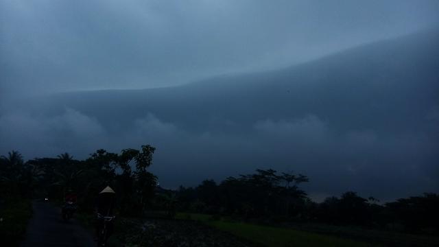Awan Alarm Bencana Terlihat Di Langit Kota Yogya Regional