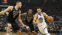 Stephen Curry memimpin Warriors kalahkan Bucks di laga NBA (AP)