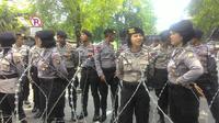 Polwan menjaga demo buruh di Jakarta (Liputan6.com/ Ahmad Romadoni)