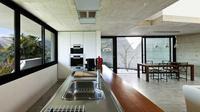 Buat dapur sempit Anda lebih minimalis dengan memanfaatkan area kosong dengan pintar