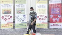 Wali Kota Semarang, Hendrar Prihadi saat mengecek paket bantuan sosial dari PT. Graha Padma dan PT. Sido Muncul.