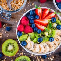 Beberapa makanan mengandung berbagai zat di dalamnya yang bisa bikin kamu merasa senang setelah mengonsumsinya. (iStockphoto)