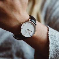 ilustrasi jam tangan/Photo by Mitch Lensink on Unsplash