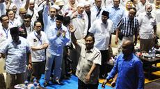 Capres 02 Prabowo Subianto tiba di acara Syukuran dan Munajat Kemenangan Prabowo-Sandi di Padepokan Pencak Silat TMII, Jakarta, Rabu (24/4). Syukuran dan Munajat Kemenangan Prabowo-Sandi dihadiri Amien Rais dan Djoko Santoso. (Liputan6.com/Herman Zakharia)