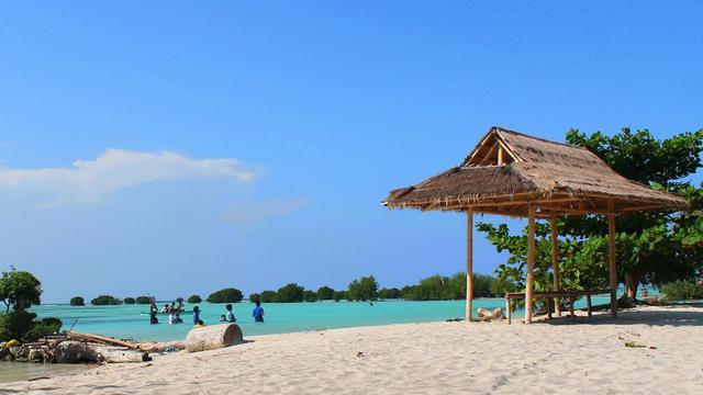 Hasil gambar untuk pantai pasir perawan