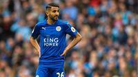 6. Riyad Mahrez (Leicester City) - Perkiraan klub tujuan Arsenal, Tottenham Hotspur dan AS Monaco. Harga sekitar 40 juta Euro. (EPA/Peter Powell)