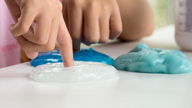Cara Membuat Slime Dengan Lem Povinal Mainan Unik Yang Bikin Gemas Citizen6 Liputan6 Com
