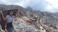 Gunung berwarna Kellaba Maja di Sabu Raijua. (dok. Instagram dok. Instagram @jilianpenumoy/https://www.instagram.com/p/BnKsCtGhAZc/?hl=en&tagged=kellabamaja/Dinny Mutiah)