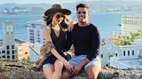 Selebritas Cinta Laura berofoto bersama pria yang diduga kekasihnya Frank Garcia saat berlibur di Puerto Riko. Teka-teki kisah asmara Cinta Laura dengan seorang pria berwajah Latin yang eksotis ini masih terus berlanjut. (Instagram.com/claurakiehl)