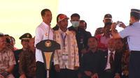 Petani kakao asal Bantaeng, Sulsel, yang memperoleh sepeda dari Jokowi menyatakan tak akan melepas hadiah itu kepada orang lain. (Liputan6.com/Windy Phagta)