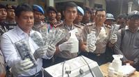 Polisi Temukan 5,3 Juta Pil PCC di Sidoarjo, Jawa Timur. (Liputan6.com/Dian Kurniawan)
