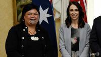 Nanaia Mahuta (kiri), yang memiliki moko kauae - tato tradisional Maori di dagu - dijadikan menteri luar negeri Selandia Baru oleh Perdana Menteri Jacinda Ardern. (Foto: AFP / Bianca De Marchi)