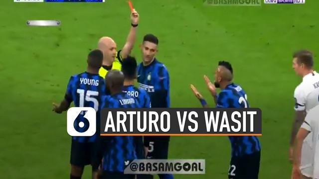 Ada kejadian menarik ketika pertandingan liga champion mempertemukan Inter Milan Vs Real Madrid. Ketika Arturo Vidal mendapatkan kartu merah dalam waktu yang sangat singkat.