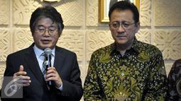 President of GWP Korea KWan Eung Lee (kiri) didampingi Ketua DPD Irman Gusman memberikan keterangan  terkait kerjasama riset malaria, Jakarta ( 6/4). Pertemuan membahas Kerjasama dalam penelitian Pemberantasan nyamuk malaria. (Liputan6.com/Johan Tallo)
