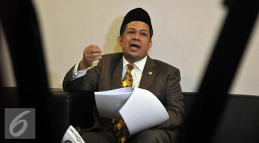 Wakil Ketua DPR Fahri Hamzah memberikan keterangan pers terkait proses pengaduannya ke MKD atas tindakan yang dilakukan Petinggi PKS Sohibul iman, Surahman Hidayat dan Hidayat Nur Wahid di Jakarta (29/4). (Liputan6.com/Johan Tallo)