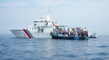 Kementerian Perhubungan menggagalkan rombongan masyarakat yang nekat mudik secara tersembunyi melalui jalur laut pada Minggu (9/5/2021) di perairan Teluk Jakarta. (Dok Kemenhub)