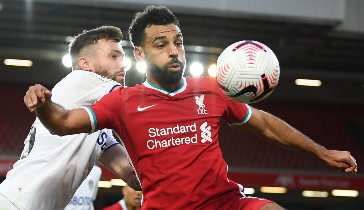 Mohamed Salah mencetak gol ke-100 nya saat Liverpool mengalahkan Leeds United dengan skor 3-0 pada Minggu (12/09/2021) malam WIB. Pertandingan tersebut merupakan laga ke-162 Salah bersama The Reds. (Foto: AFP/Pool/Shaun Botterill)