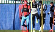 Striker Leicester City, Jamie Vardy, memakai kostum Spiderman saat menjalani latihan tim pada Kamis (17/1/2019). (dok. lcfc.com)
