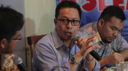 Dirjen Penegakan Hukum Kementerian Lingkungan Hidup dan Kehutanan, Rasio Ridho Sani saat menjadi pembicara dalam diskusi di kawasan Menteng, Jakarta, Sabtu (10/10/2015). Diskusi tersebut membahas kabut asap yang semakin pekat. (Liputan6.com/Angga Yuniar)