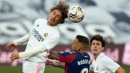 Luka Modric. Musim 2021/2022 ini adalah musim ke-10 bagi gelandang berusia 36 tahun ini bersama Real Madrid. Dua gelar La Liga dan 4 gelar Liga Champions sukses dikoleksinya. Kemungkinan ia akan pensiun tahun 2022 bersamaan dengan habisnya masa kontrak. (AFP/Pierre-Philippe Marcou)