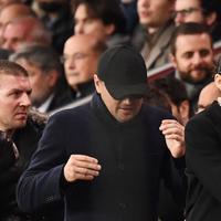Leonardo DiCaprio bersama kekasihnya Camila Morrone saat menghadiri UEFA Champions League di Paris, 28 November 2018. (FRANCK FIFE / AFP)