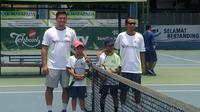 Jakarta International Tennis Academy (JITA) menggelar turnamen tenis bertajuk The 37th JITA Anniversary Students and Parents Tennis Competition 2018 di Lapangan Tenis Cilandak Town Square, Jakarta Selatan. (Bola.com/Benekdiktus Gerendo Pradigdo)