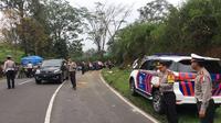 Polisi melakukan olah TKP di Tanjakan Emen (Dok. Dirlantas Polda Jabar)