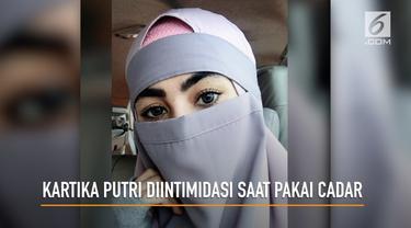Kartika Putri mengaku mendapat perlakuan tidak menyenangkan dari petugas salah satu bandara saat mengenakan niqab atau cadar. Pengalaman tak menyenangkan itu dia ungkapkan melalui unggahan di Instagram.