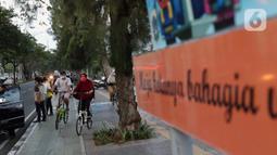 Warga berolahraga sepeda santai di trotoar yang dilengkapi jalur sepeda di kawasan Danau Sunter, Jakarta, Selasa (23/6/2020). Di masa pandemi COVID-19, berolahraga sepeda mulai digemari dan menjadi tren masyarakat beberapa kota besar di Indonesia. (Liputan6.com/Helmi Fithriansyah)
