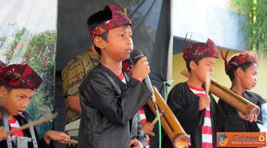 Citizen6, Surabaya: Pada acara ini semua siswa dari berbagai ekstra kulikuler ikut unjuk kebolehan. Penampilan para peserta tampak memukau dan akhirnya sang raja memutuskan bahwa mereka semua menjadi sang juara sejati. (Pengirim: Farah Dwi)
