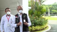 Profesor Abdul Muthalib dipercaya sebagai dokter yang menyuntikkan vaksin COVID-19 Sinovac ke lengan Presiden Joko Widodo (Jokowi). (Foto: Tangkapan Layar Youtube Sekretariat Presiden)