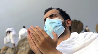 FOTO: Wukuf, Jemaah Haji Panjatkan Doa di Padang Arafah