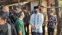 Menteri Pariwisata dan Ekonomi Kreatif, Sandiaga Uno meninjau lokasi pemotongan hewan kurban di Kecamatan Sukmajaya, Kota Depok. (Liputan6.com/Dicky Agung Prihanto)
