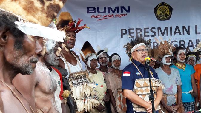 Komite BPH Migas, Lobo Balia pada peresmian SPBU Kompak Distrik Sawa Erma, Kabupaten Asmat. (Liputan6.com/Katharina Janur)