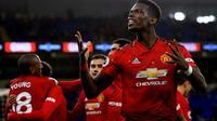 Gelandang Manchester United, Paul Pogba, berhasil mencetak dua gol dan satu assist sekaligus membantu timnya menang 4-1 atas Bournemouth di Old Trafford, pada laga pekan ke-20 Premier League, Minggu (30/12/2018). (AP Photo/ Jon Super)