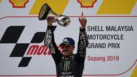 Pembalap Monster Energy Yamaha, Maverick Vinales, berhasil meraih podium juara MotoGP Malaysia di Sirkuit Sepang, Minggu (3/11/2019) siang WIB. (AFP/Mohd Rasfan)