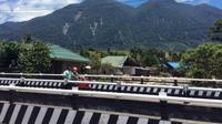 Bekas longsoran di Pegunungan Cycloop atau biasa dikenal dengan Robong Holo oleh masyarakat setempat yang menyebabkan banjir bandang Sentani pada Sabtu pekan lalu.(Www.sulawesita.com)
