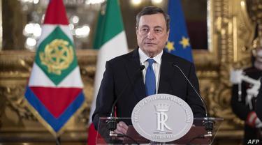 Mantan kepala Bank Sentral Eropa Mario Draghi memberikan konferensi pers setelah pertemuan dengan presiden Italia Sergio Mattarella, di istana Quirinal di Roma, Italia. (AFP)