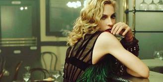 Madonna, salah satu artis Hollywood yang selalu mengungkap kritikan yang tidak sesuai dengan apa yang dirasakannya. Seperti halnya dengan kemenangan Donald Trump yang terpilih sebagai Presiden Amerika Serikat. (Instagram/Madonna)