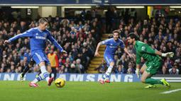 Chelsea mengontrak Fernando Torres dengan biaya rekor Inggris saat itu sebesar € 58,5 juta dari Liverpool. Tetapi koleksi 45 gol dari 172 penampilan jelas bukan rapor yang membanggakan. (Foto: AP/Alastair Grant)